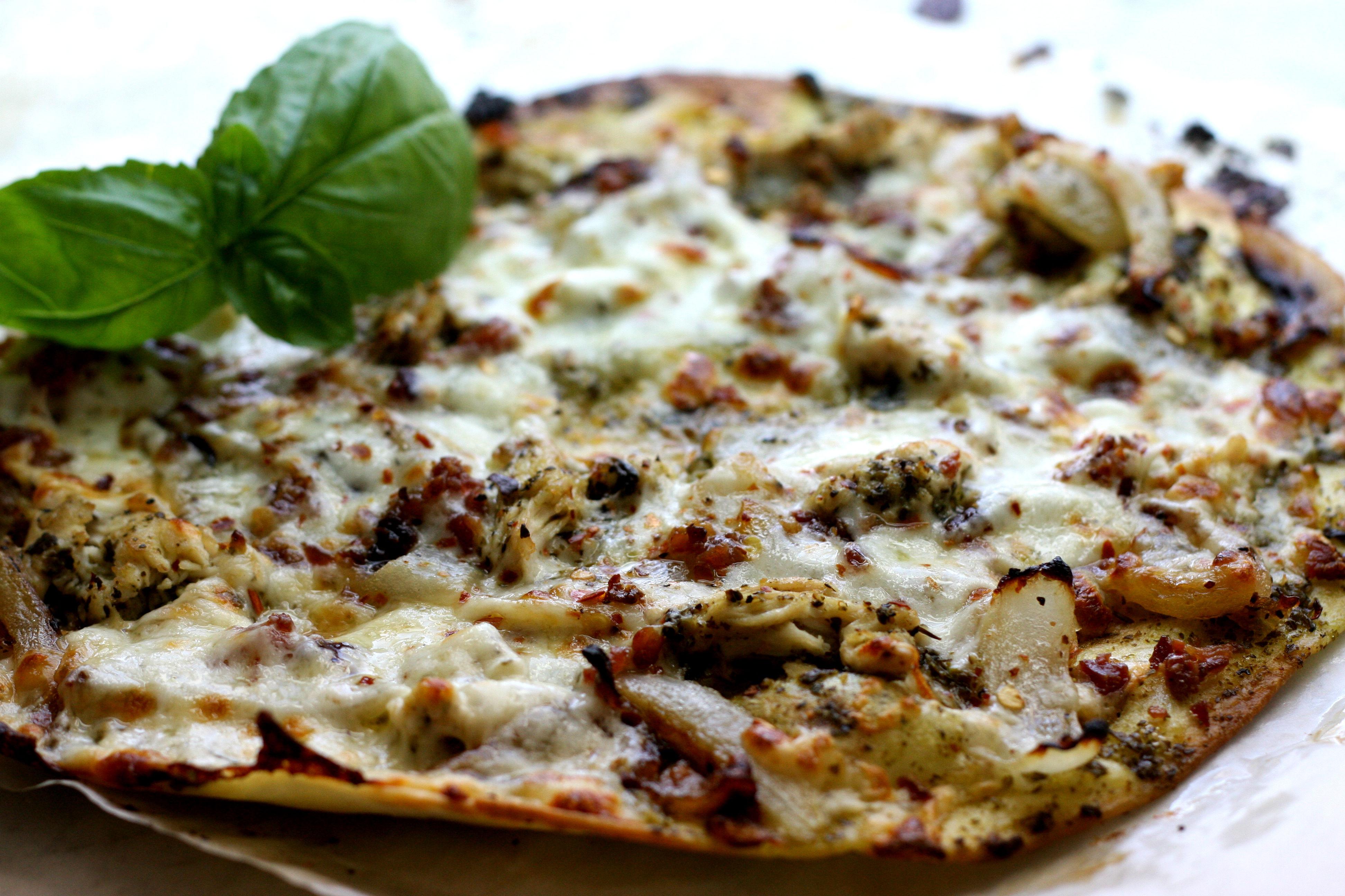 basil_pesto_chicken_pizza.jpg